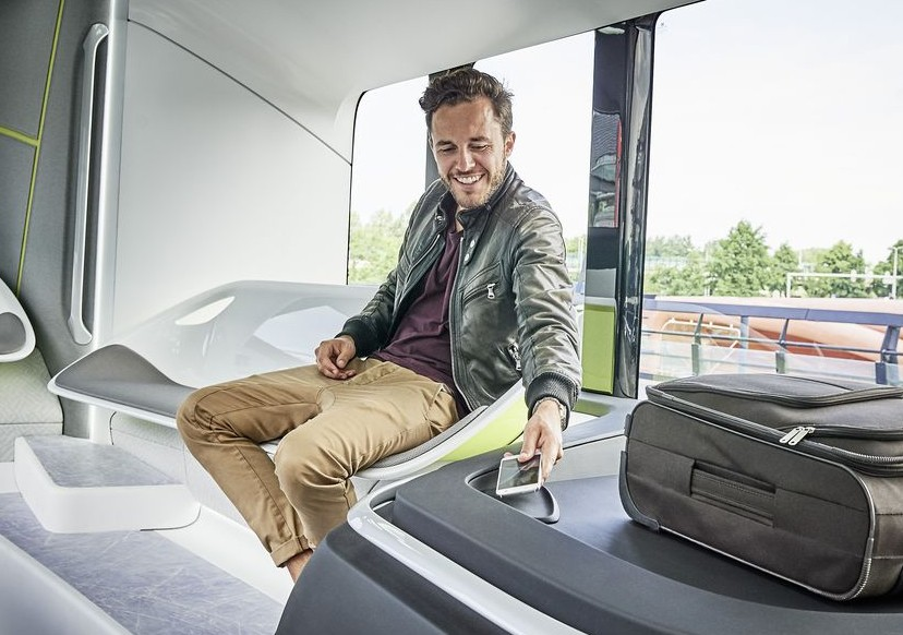 daimler_future_bus_phone_charge